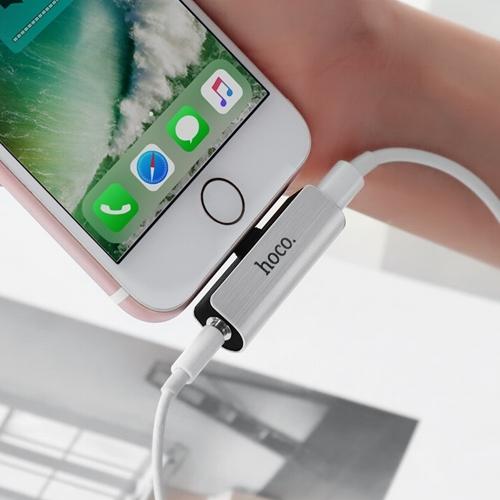 Адаптер аудио переходник для гнезда зарядки Lightning на AUX гнездо 3.5мм Hoco LS25 Silver, серебисто-черный