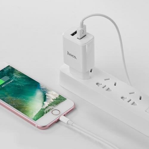 Сетевой адаптер питания Hoco C62A White зарядка 2.1А USB-порт  плюс  кабель Lightning, белый